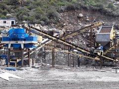 石子生产线中砂石破碎机设备的合理选择